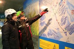 29_Wegweiser Gletscher mit Skilehrer Roland (c)Tobias Blumtritt
