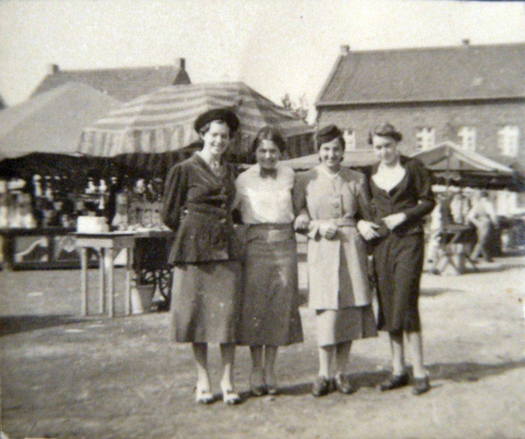Frauen auf dem Maternusplatz
